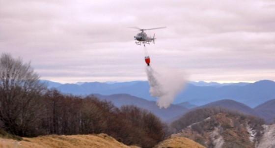 elicottero_protezione_civile_fuoco1