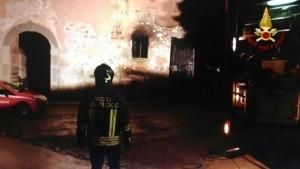 Incendi: fiamme in casolare