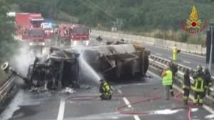 Incendi: tir in fiamme, chiusa autostrada A1 a Calenzano