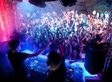 Ordinanza regionale con misure restrittive per le discoteche. Tampone gratis per chi rientra dall'estero
